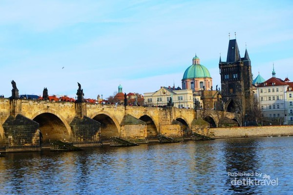Charles Bridge (Karlv most)
