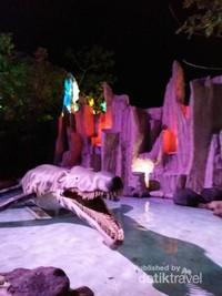 Taman yang menampilkan berbagai macam dinosaurus