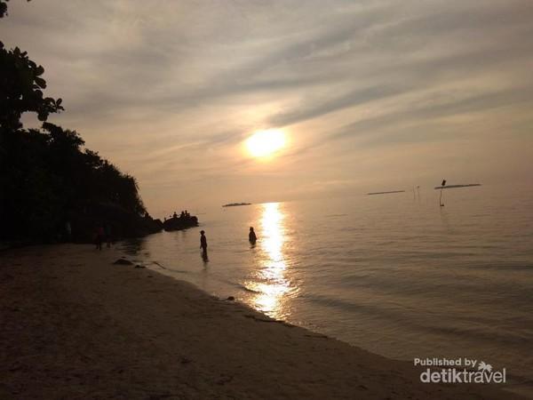 Senja di pantai Tanjung Gelam Karimun Jawa