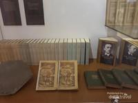Diorama tentang edisi pertama Novel Max Havelaar