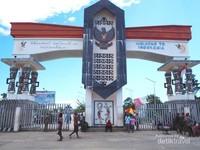 Pintu gerbang masuk menuju Indonesia yang terlihat megah