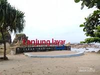 Selamat Datang di Pantai Tanjung Layar!