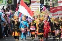 Tampak keceriaan peserta dengan pakaian adat