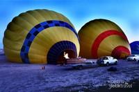 Balon-balon udara yang siap terbang