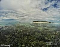 Mendinginkan diri dengan berenang santai di pantai selatan Banda Besar atau Pulau kecil Nailaka. Ini lah Pulau Kecil bernama NAILAKA itu.