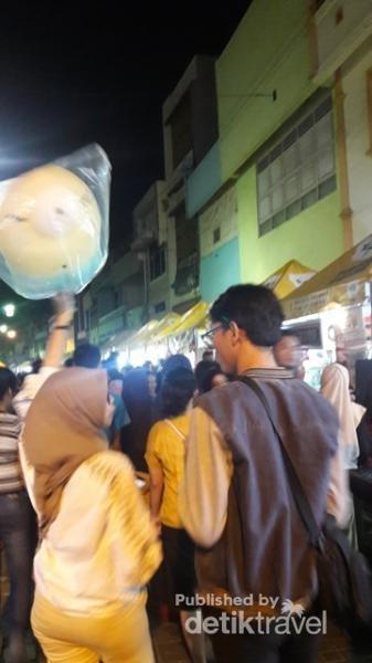 Asiknya malam mingguan di Semawis