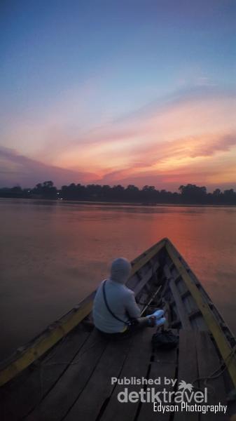 Sunset yang Indah di Pinggir Sungai Kapuas