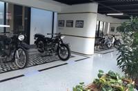 Untuk kamu pecinta motor antik, disini juga ada