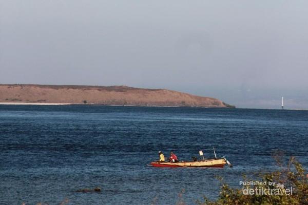Perahu Nelayan di sekitar Pulau Kenawa, Kabupaten Sumbawa Barat, Nusa Tenggara Barat (NTB)