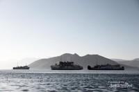 Kapal-kapal di sekitar Pulau Kenawa, Kabupaten Sumbawa Barat, Nusa Tenggara Barat (NTB)