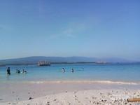 Panorama bukit di seberang pulau dan bagang para Nelayan