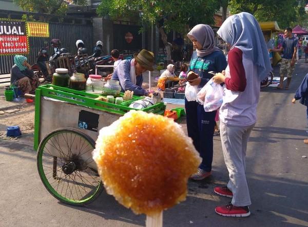 Es kepal di Car Free Day Kota Cirebon
