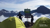 Basecamp Plawangan Sembalun berada pada ketinggian 2.641 mdpl dengan pemandangan memukau di hadapannya.
