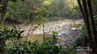 Sungai di Baduy yang sedang surut karena musim kemarau