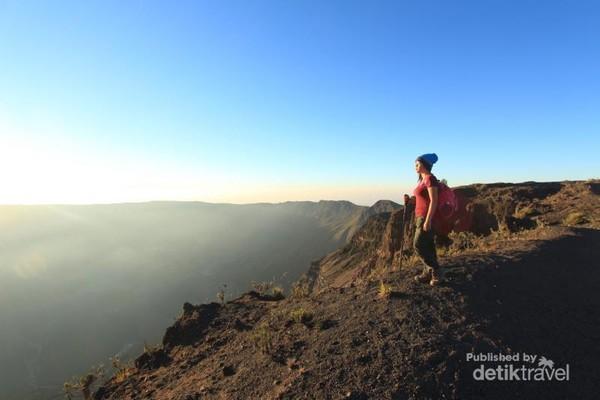 Kawah berdiameter 7 km jejak letusan Tambora