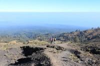 Pemandangan indah sepanjang jalur pendakian