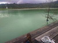 Sambil menikmati Kopi melihat Pemandnagan Danau Linow