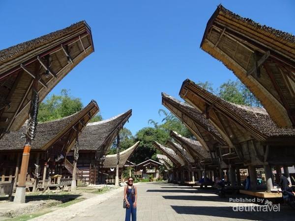 Desa Kete Kesu terpilih sebagai desa adat terpopuler 2017 versi Anugerah Pesona Indonesia