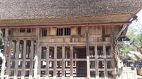 Tongkonan asli dengan atap sabut merupakan peninggalan leluhur, berumur sekitar 300 tahun