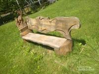 Kelinci nan lincah pun tak luput jadi ornamen cantik kursi