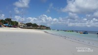 Pantai Tanjung Bira terletak sekitar 200 km dari kota Makassar. Menempuh waktu sekitar 6 jam