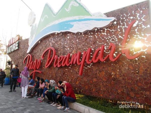 Pintu masuk Dago Dreampark