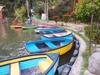 Perahu untuk keliling danau