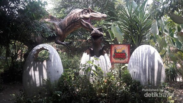 Bertemu Dinosaurus Di Taman Mini Indonesia Indah