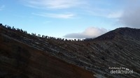 Puncak Gunung Ijen berketinggian 2443 mdpl