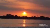 Sunset di pantai Gili Meno yang romantis