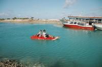 Bermain kano setelah selesai diving di Wakatobi