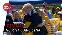 Trump Bagi-bagi Makanan ke Korban Badai Florence