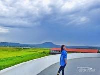 Dengan melihat langsung Benteng Moraya, selain mendapatkan informasi sejarah , kamu juga akan disuguhkan dengan keindahan alamnya yang masih asri.   Hamparan sawah hijau nan asri dijamin dapat menyegarkan mata dan pikiranmu.