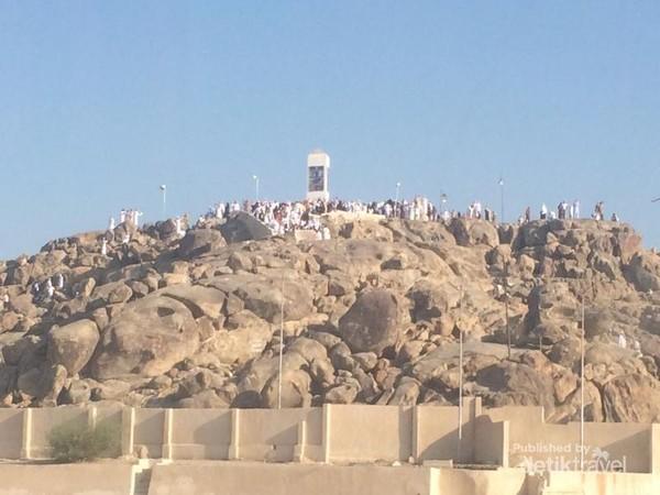 Jabal Rahmah, bukit yang diyakini sebaga tempat pertemuannya Nabi Adam dan Siti Hawa setelah keduanya diturunkan dari Syurga