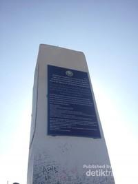 Kokohnya Monumen yang didirikan dari beton persegi dengan lebar 1,8 meter dan tinggi sekitar 8 meter