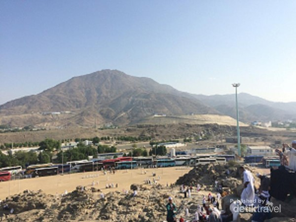 Menyusuri Puncak Jabal Rahmah Di Arab Saudi