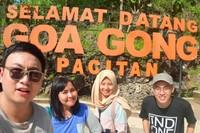Sebelum memasuki Goa Gong, ada spot foto berlatar tulisan Goa Gong berwarna oranye untuk mengabadikan moment liburan kami .Nah ini personil #pacitansquad# : Hadi, Uli, Andri , Ivan