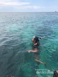 Cantiknya laut di Pulau Samalona.
