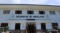 Bagian depan Museum Geologi Bandung