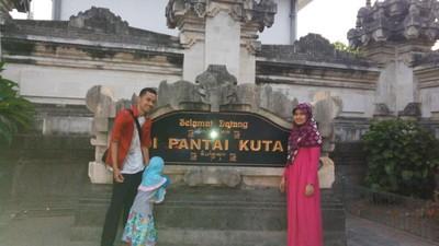 Menikmati Pantai Sejuta Turis di Bali