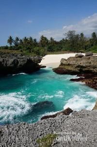 Pantai Mandorak terletak di Kodi Utara, Sumba Barat Daya, NTT