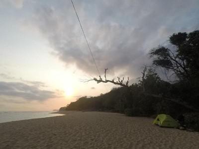Menyusuri Pantai di Malang dan Kemping Ceria di Sana