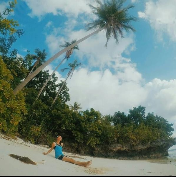 Pantai pasir putih serasa milik pribadi