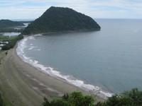 Pantai Geurutee dilihat dari bukit