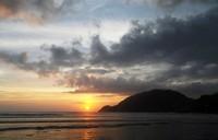 Sunset di Pantai Wediombo