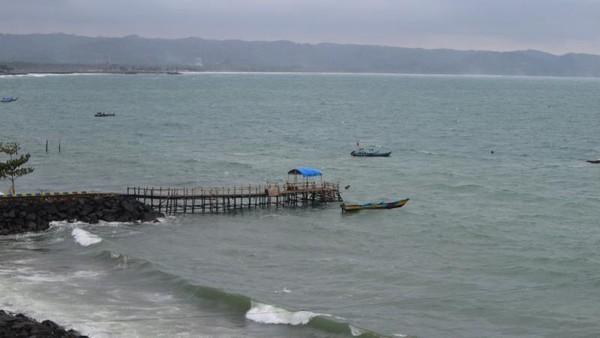 Salah satu sudut pelabuhan di Pantai Timur Pangandaran