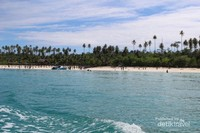 Pulau Maratua nampak dari boat sebelum sampai ke pantainya.