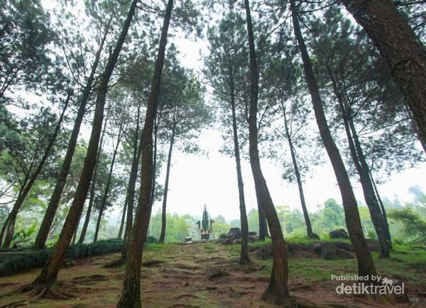 Pos 1, Goa Ontoboego dengan patung naganya