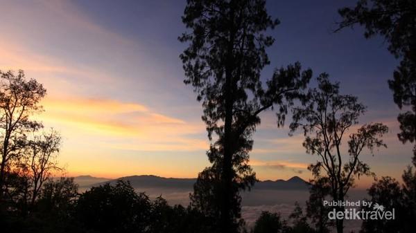 Pagi yang menakjubkan dari Pos 5 bernama Jawa Dwipa