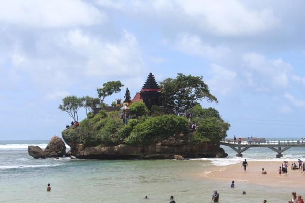 Selain Pulau Ismoyo terdapat Pulau Anoman dan Pulau Wisanggeni.